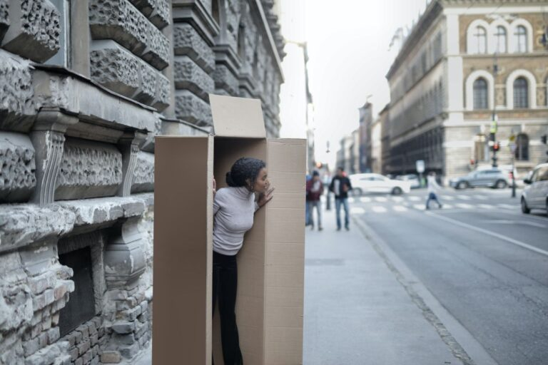 Kobieta w pudełku - introwertyk